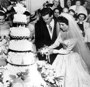 elizabeth taylor wedding cake