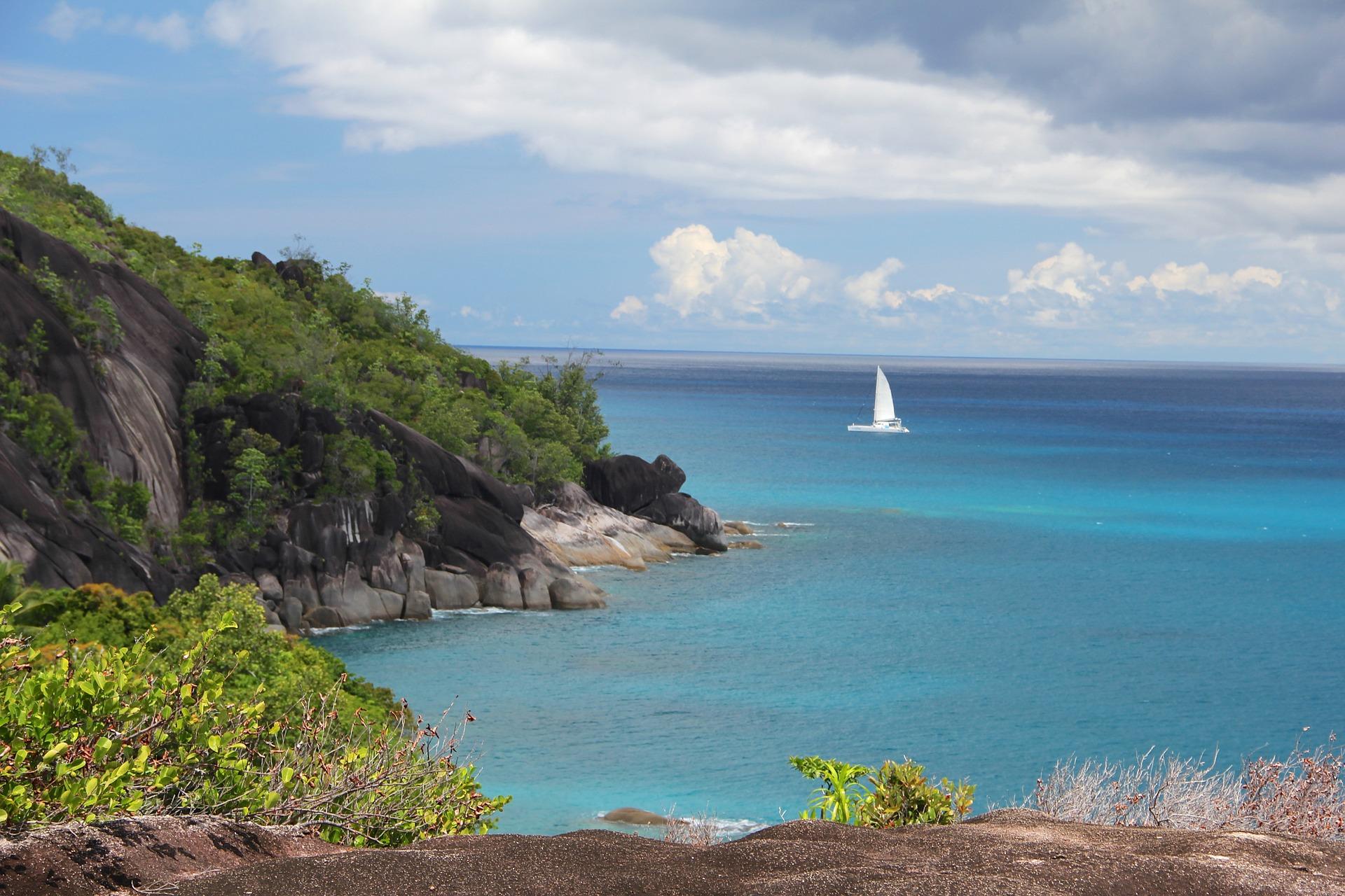 A sprinkle of diamonds, Islands of the Western Indian Ocean