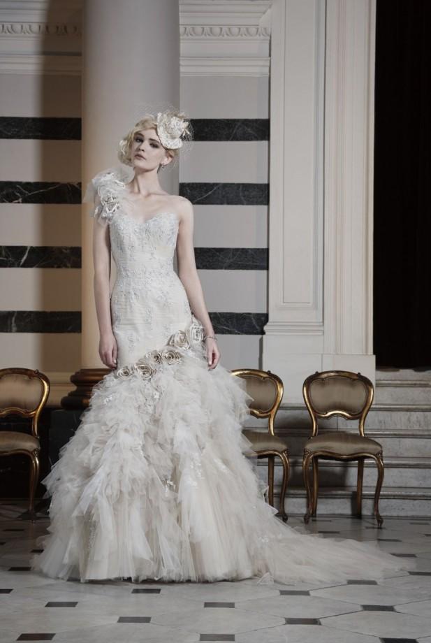 Ian Stuart Wanderlust gown (Image - www.Ianstuart-bride.com)