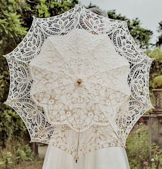 Luxurious Lace Detailings