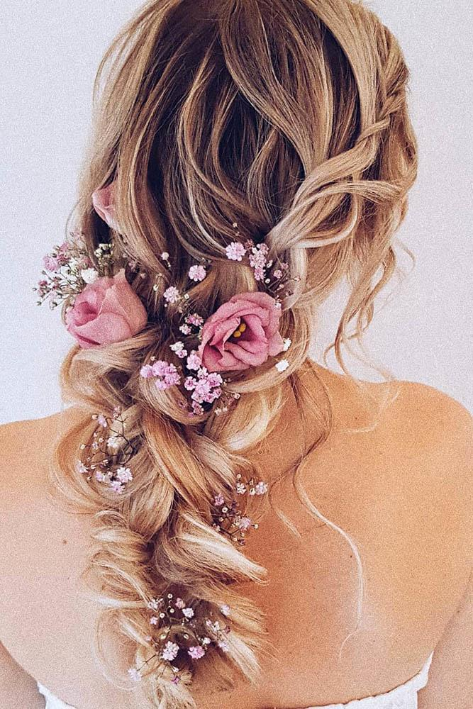 19 ways to wear flowers in your bridal hairstyle