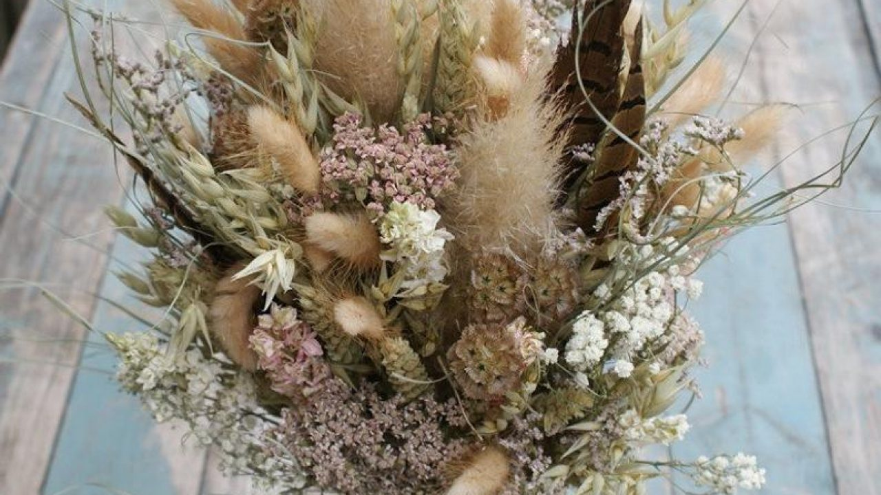 10 Dried Flower Wedding Bouquets Kiss The Bride Magazine