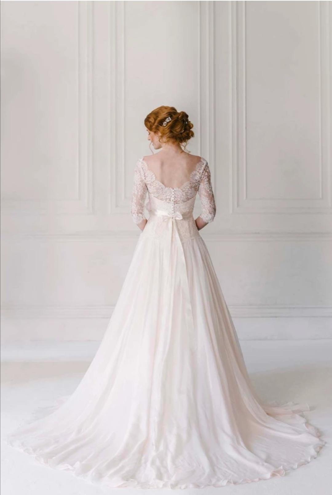 Azalea wedding dress by Naomi Neoh