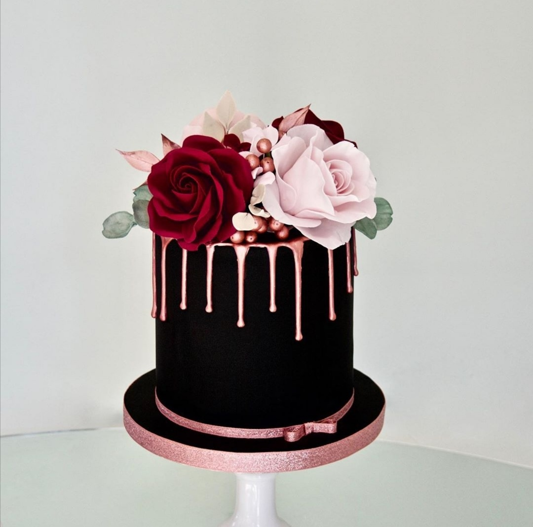 Black single tier wedding cake